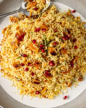 plate of persian saffron rice with apricots