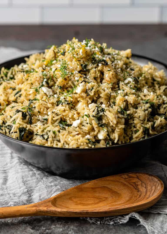 side view: Mediterranean rice dish (Spanakorizo) in black bowl